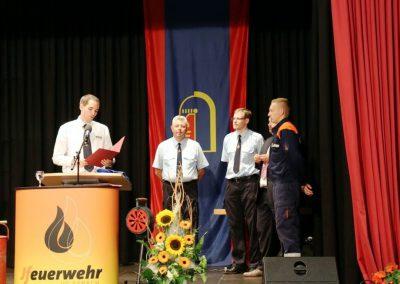 Ehrung Dominik Thamm mit dem Ehrenzeichen des Kreisjugendfeuerwehrverbandes